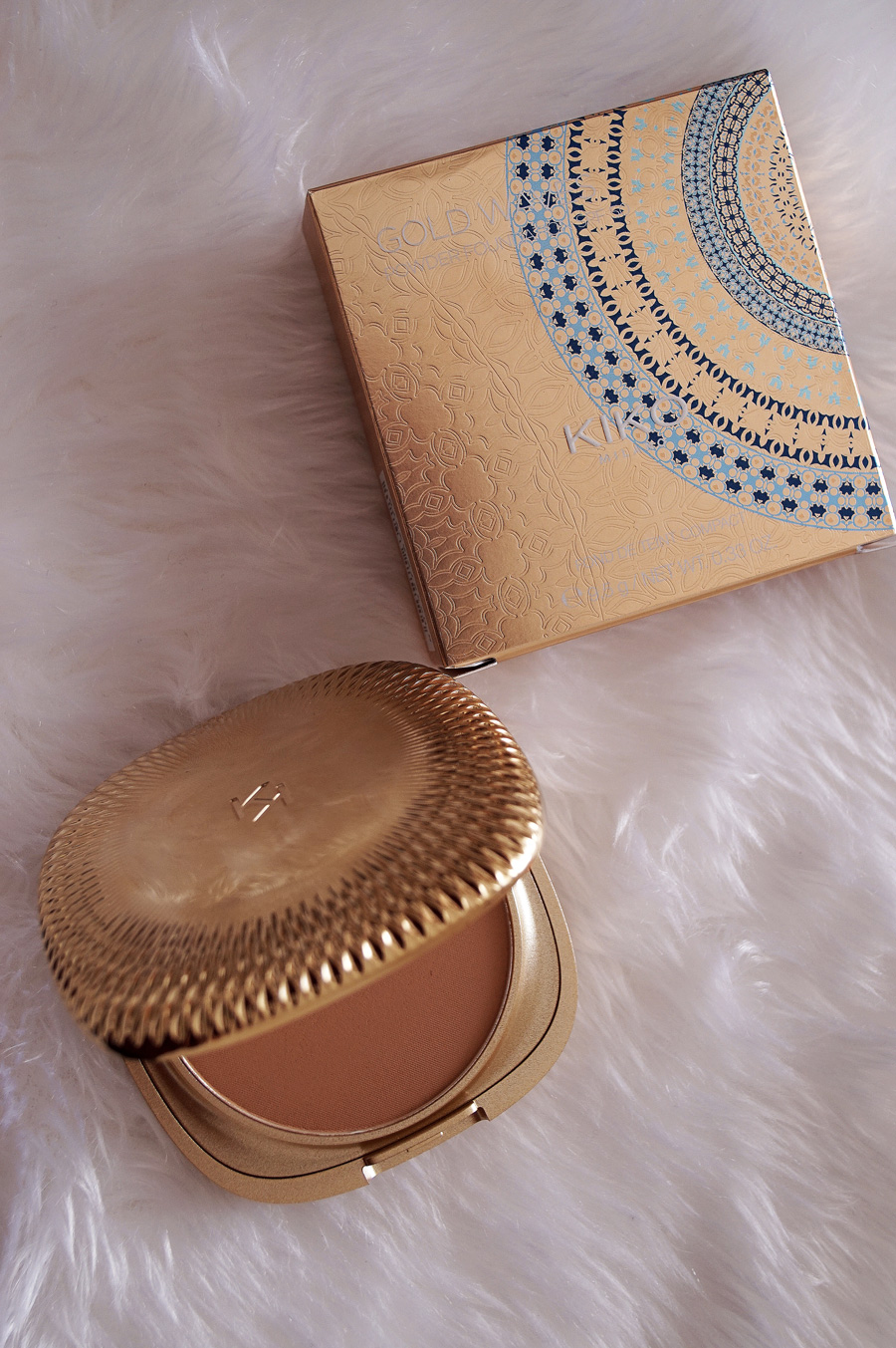 kiko-gold-waves-compact-foundation-05.jpg