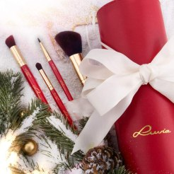 luvia brushes red